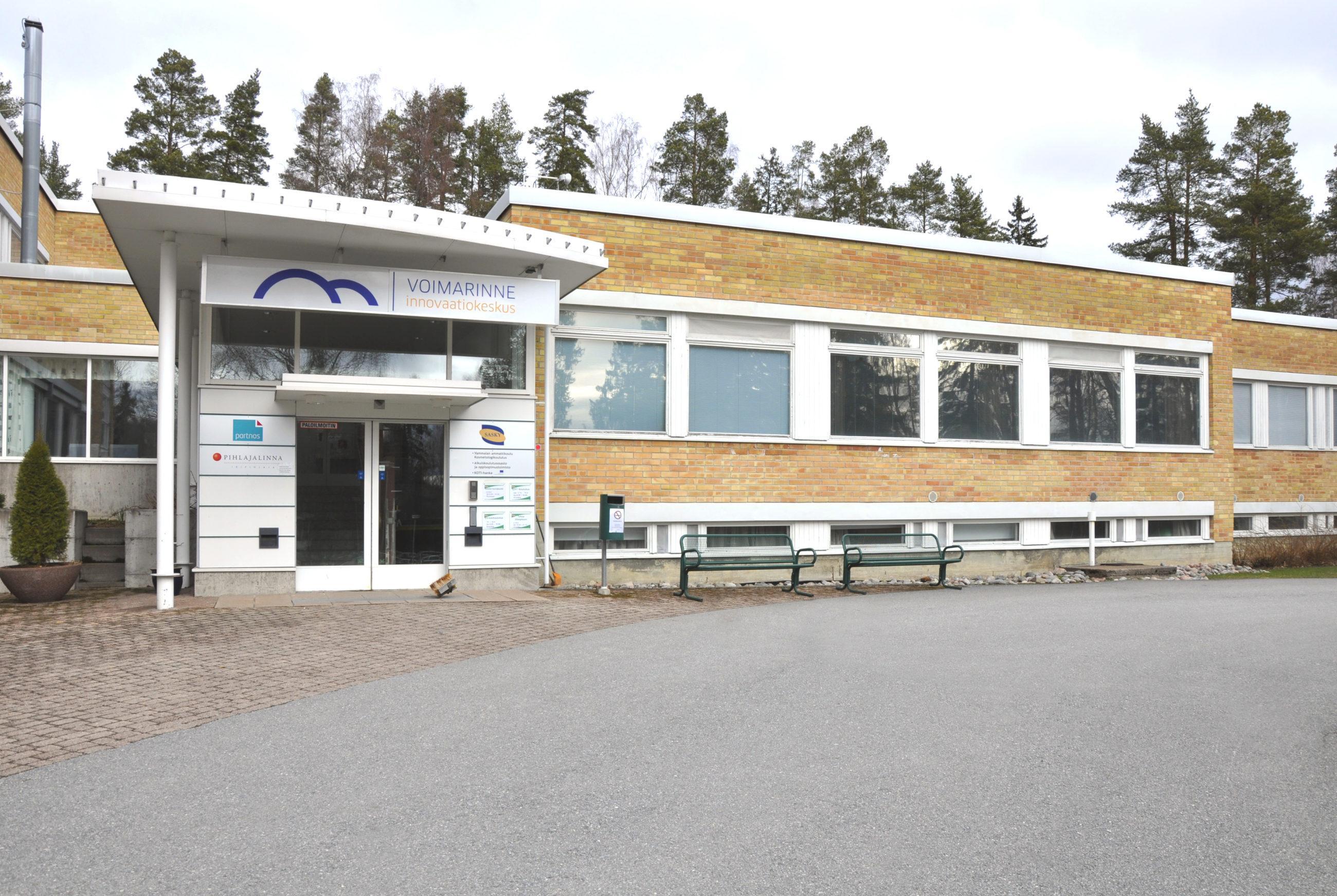 Innovaatiokeskus Voimarinteen rakennus Sastamalan Karkussa.